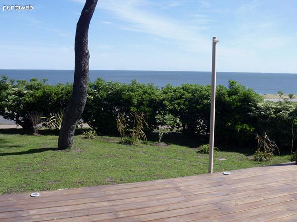 Vista desde el Deck hacia la playa mansa.
