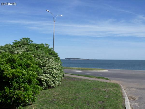 Vista hacia la Isla Gorriti.