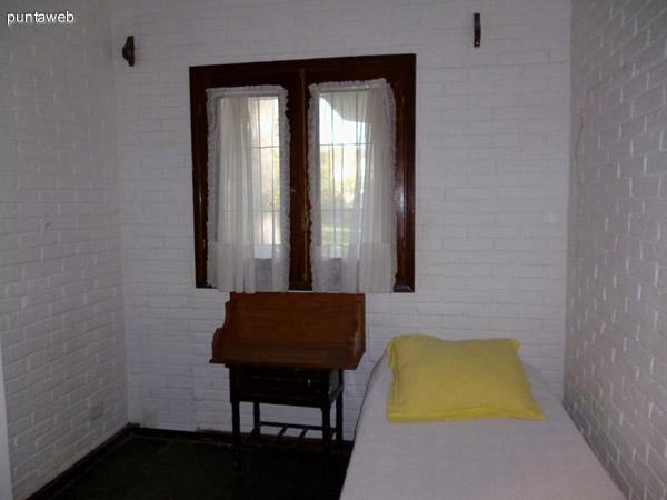 Dormitorio de servicio conectado a la parte intima de la propiedad.