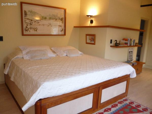 Hermoso dormitorio en suite.