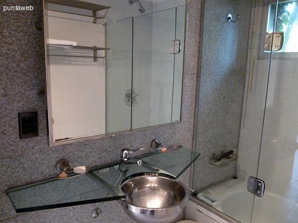 Cuarto baño en suite.