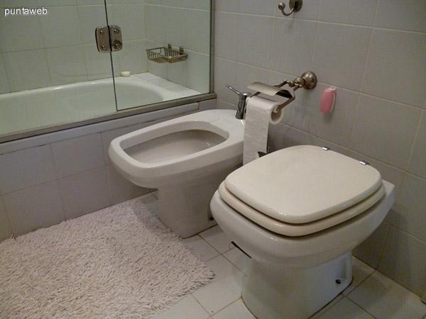 Artefactos en quinto baño en suite.