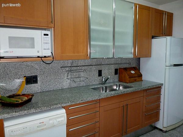 Mobiliario de nivel en cocina.