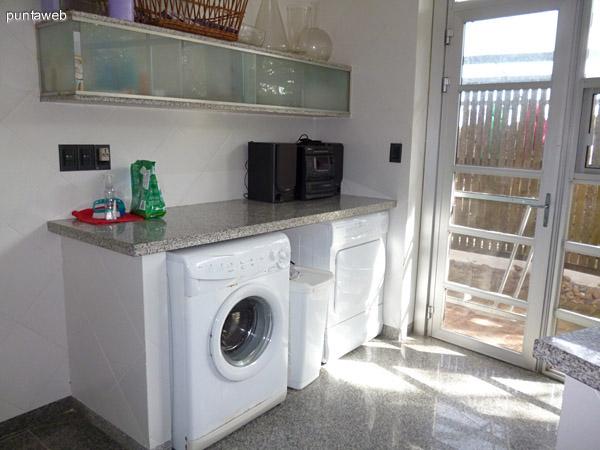 Zona de lavadero próxima a la cocina.