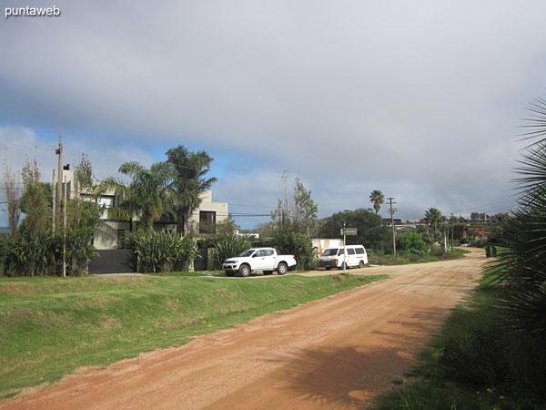 Calle donde se encuentra el terreno.
